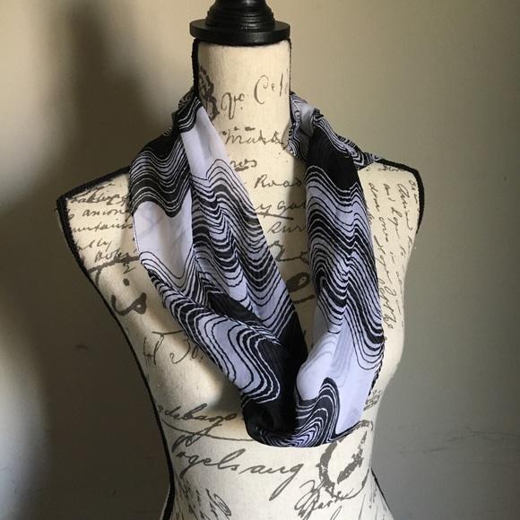 Boutique 9 Accessories - Beautiful scarf ❤️